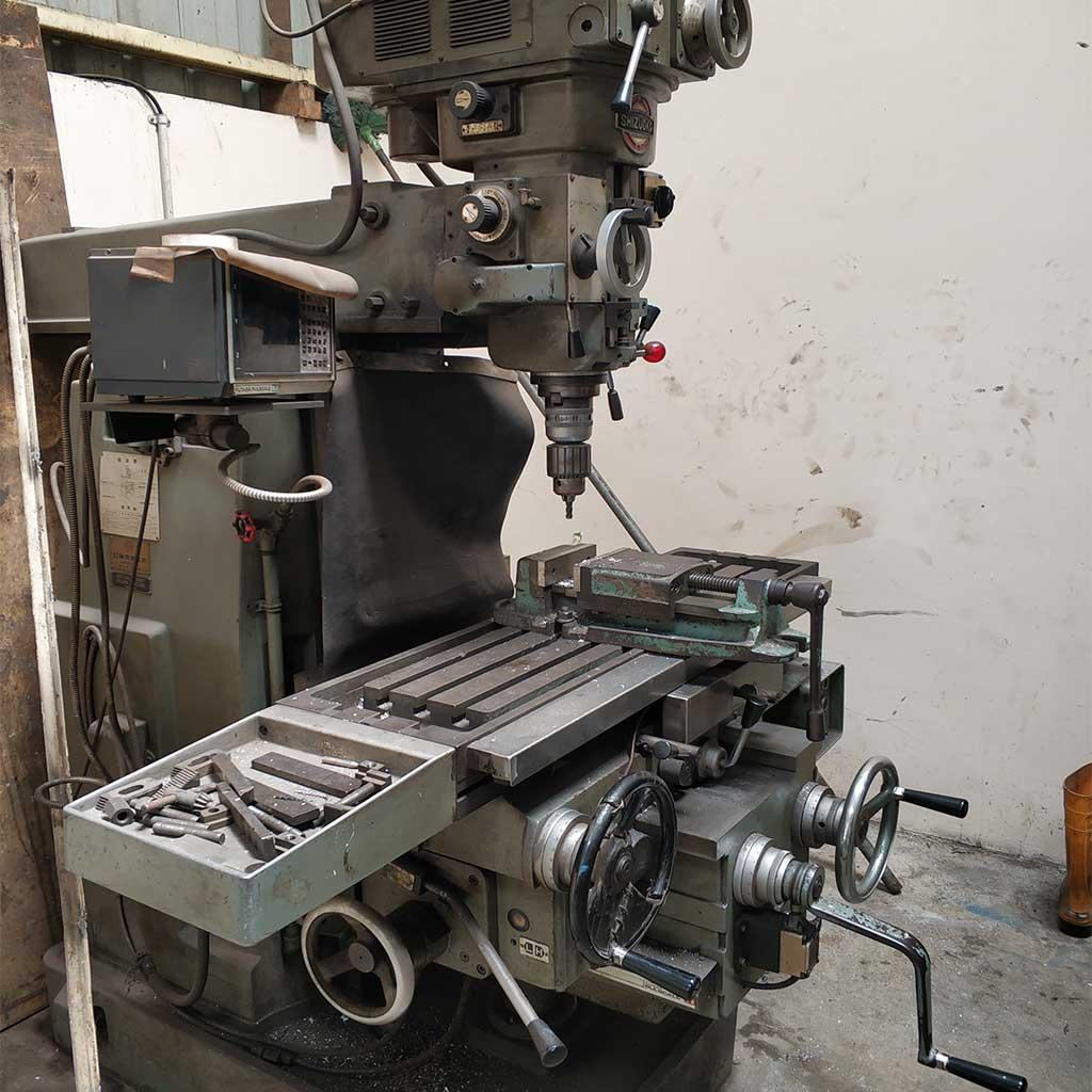 Fraist-machine-(mesin-Milling)
